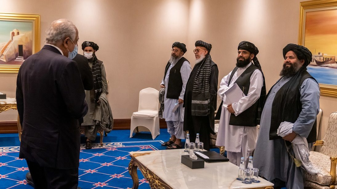 Secretary_Pompeo_Meets_with_the_Taliban_Negotiation_Team_50632321483-1095×616